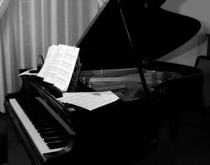 グランドピアノ